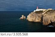 Купить «Португалия. Алгарве. Юго-западная оконечность Европы - мыс Сан-Висенти (Cabo de S.Vicente) и береговой маяк - ориентир для кораблей», фото № 3935568, снято 25 сентября 2012 г. (c) Виктория Катьянова / Фотобанк Лори