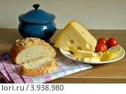 Натюрморт с хлебом и сыром. Стоковое фото, фотограф Julia Ovchinnikova / Фотобанк Лори