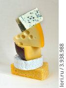 Пирамида из разных сыров. Стоковое фото, фотограф Julia Ovchinnikova / Фотобанк Лори
