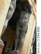 Купить «Санкт-Петербург, статуя атланта у Эрмитажа», фото № 3944880, снято 12 октября 2012 г. (c) Виктор Савушкин / Фотобанк Лори