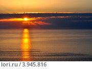 Купить «Красивый закат над морем», фото № 3945816, снято 17 октября 2012 г. (c) Анна Мартынова / Фотобанк Лори