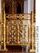 Купить «Решетка у алтаря в православном храме», фото № 3947064, снято 20 октября 2012 г. (c) Валерий Шилов / Фотобанк Лори