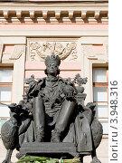 Купить «Памятник Павлу I во дворе Михайловского замка. Санкт-Петербург», эксклюзивное фото № 3948316, снято 7 октября 2012 г. (c) Александр Щепин / Фотобанк Лори