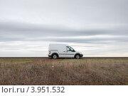 Купить «Коммерческий автомобиль на трассе», фото № 3951532, снято 5 октября 2012 г. (c) Александр Овчинников / Фотобанк Лори