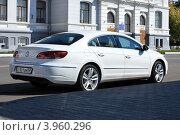 Купить «Комфорт-купе Volkswagen Passat CC», фото № 3960296, снято 8 сентября 2012 г. (c) Виктор Топорков / Фотобанк Лори