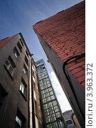 Купить «Наружный лифт на фасаде здания, типичный для старых районов Санкт-Петербурга, Россия», фото № 3963372, снято 25 марта 2019 г. (c) EugeneSergeev / Фотобанк Лори