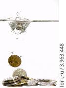 Российские монеты в воде. Стоковое фото, фотограф Владимир Булгаков / Фотобанк Лори