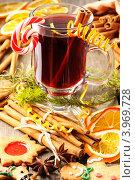 Купить «Глинтвейн, печенье и специи на столе», фото № 3969728, снято 25 октября 2012 г. (c) Николай Охитин / Фотобанк Лори