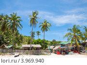 Купить «Филиппины. Небольшая деревня на берегу острова Апо», фото № 3969940, снято 5 мая 2012 г. (c) Сергей Дубров / Фотобанк Лори