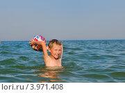 Маленький мальчик купается в море. Стоковое фото, фотограф Титаренко Елена / Фотобанк Лори