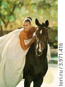 Красивая невеста с лошадью. Стоковое фото, фотограф Титаренко Елена / Фотобанк Лори