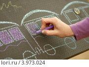 Рука девочки с цветным мелком, детские рисунки. Стоковое фото, фотограф Роберт Ивайсюк / Фотобанк Лори