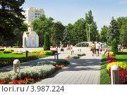 Купить «Сквер возле администрации в Анапе», фото № 3987224, снято 26 сентября 2011 г. (c) Александр Романов / Фотобанк Лори