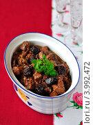 Купить «Рагу из свинины с черносливом и портвейном», фото № 3992472, снято 6 ноября 2011 г. (c) Татьяна Ворона / Фотобанк Лори