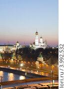 Кремль из отеля Балчуг-3 (2011 год). Редакционное фото, фотограф Борис Антонов / Фотобанк Лори
