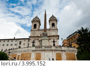 Церковь Тринита-деи-Монти. Рим. Италия (2012 год). Редакционное фото, фотограф E. O. / Фотобанк Лори