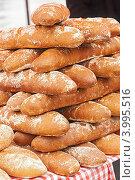 Хлебные батоны на прилавке. Стоковое фото, фотограф Olha Ukhal / Фотобанк Лори