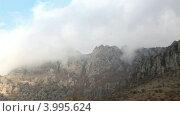 Купить «Туман из облаков на горе Демерджи. Алушта, Крым, Украина (таймлапс)», видеоролик № 3995624, снято 6 ноября 2012 г. (c) Артем Поваров / Фотобанк Лори
