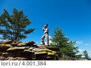 Фотограф на скале снимает Байкал. Стоковое фото, фотограф Виктория Катьянова / Фотобанк Лори