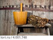 Большая деревянная бочка и веник. Стоковое фото, фотограф Aleksandrs Jemeļjanovs / Фотобанк Лори