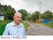 Купить «Портрет пожилого мужчины на фоне сельского пейзажа», фото № 4002392, снято 13 июля 2012 г. (c) Рожков Юрий / Фотобанк Лори