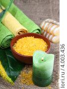 Спа-натюрморт с мылом, горящей свечой, морской солью и полотенцами. Стоковое фото, фотограф Елена Блохина / Фотобанк Лори