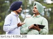 Купить «Молодые индийские сикхи», фото № 4004208, снято 7 июля 2012 г. (c) Дмитрий Калиновский / Фотобанк Лори