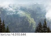 Купить «Горный пейзаж с облаками. Франция, вид с Plaine Joux (Chamonix)», фото № 4010644, снято 9 июня 2012 г. (c) Юрий Брыкайло / Фотобанк Лори