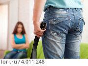 Купить «Мужчина с ремнем в руке во время семейной ссоры», фото № 4011248, снято 21 октября 2012 г. (c) Яков Филимонов / Фотобанк Лори