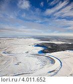 Купить «Равнинная местность с рекой и лесом ранней зимой», фото № 4011652, снято 6 ноября 2012 г. (c) Владимир Мельников / Фотобанк Лори