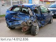 Купить «Автомобиль Ford Fiesta после ДТП», эксклюзивное фото № 4012836, снято 29 сентября 2012 г. (c) Щеголева Ольга / Фотобанк Лори