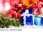 Купить «Заснеженные новогодние подарочные коробки на размытом фоне боке», фото № 4017224, снято 1 декабря 2011 г. (c) Сергей Петерман / Фотобанк Лори