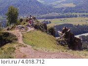 Туристы на скале Чёртов палец. Горный Алтай (2011 год). Стоковое фото, фотограф Алексеева Оксана / Фотобанк Лори