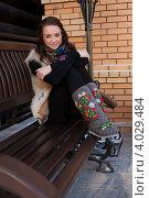 Купить «Девушка в валенках и лисьем жилете», фото № 4029484, снято 16 ноября 2012 г. (c) Момотюк Сергей / Фотобанк Лори