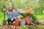 Молодая семейная пара с урожаем фруктов и овощей в саду, фото № 4029764, снято 12 сентября 2012 г. (c) Яков Филимонов / Фотобанк Лори