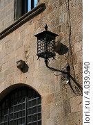Фонарь на стене (2009 год). Стоковое фото, фотограф Юлия Дюнина / Фотобанк Лори