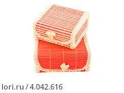 Розовые подарочные коробочки из соломки на белом фоне. Стоковое фото, фотограф Инна Шевелёва / Фотобанк Лори