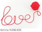 Слово Love из шерстяных ниток. Стоковое фото, фотограф Инна Шевелёва / Фотобанк Лори