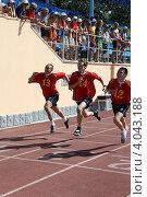 Купить «Соревнования среди школьников по бегу», фото № 4043188, снято 12 июня 2010 г. (c) Наталья Горкина / Фотобанк Лори