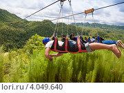 Купить «Туристы отправляются в полет над джунглями», фото № 4049640, снято 11 мая 2012 г. (c) Сергей Дубров / Фотобанк Лори