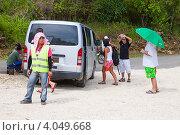 Купить «Парковщик на стоянке», фото № 4049668, снято 11 мая 2012 г. (c) Сергей Дубров / Фотобанк Лори