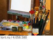 Купить «Художественные кисти в  мастерской у художника», фото № 4058580, снято 25 сентября 2011 г. (c) Сергей Белов / Фотобанк Лори