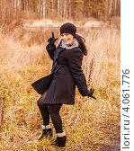 Молодая веселая красивая девушка. Лес. Осень. Стоковое фото, фотограф Елена Алексеева / Фотобанк Лори