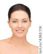 Купить «Портрет молодой женщины с темными волосами, уложенными в гладкую прическу, на белом фоне», фото № 4063116, снято 7 апреля 2012 г. (c) Syda Productions / Фотобанк Лори