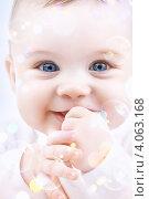 Купить «Маленький мальчик с мыльными пузырями на белом фоне», фото № 4063168, снято 22 декабря 2007 г. (c) Syda Productions / Фотобанк Лори