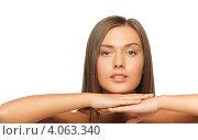 Купить «Портрет привлекательной девушки с гладкими русыми волосами и с обнаженными плечами на белом фоне», фото № 4063340, снято 23 мая 2012 г. (c) Syda Productions / Фотобанк Лори