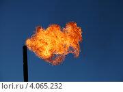 Купить «Сжигание попутного газа на месторождении нефти», эксклюзивное фото № 4065232, снято 21 сентября 2012 г. (c) Валерий Акулич / Фотобанк Лори