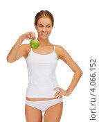 Купить «Стройная молодая женщина с зеленым яблоком в руке», фото № 4066152, снято 16 сентября 2012 г. (c) Syda Productions / Фотобанк Лори