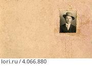 Купить «Почтовая открытка с портретом мужчины в шляпе», фото № 4066880, снято 20 сентября 2012 г. (c) Копосова Татьяна Геннадьевна / Фотобанк Лори