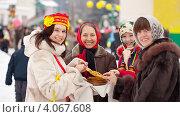 Купить «Женщины с блинами на праздновании Масленицы», фото № 4067608, снято 26 февраля 2012 г. (c) Яков Филимонов / Фотобанк Лори